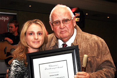 2008: Gordon Smith receives the SALI Chairman's Discretionary Award from SALI National Chairperson, Ida-Marie Strydom.